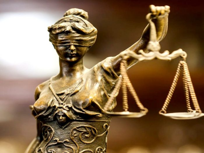 Запрет на оскорбление граждан чиновниками не выйдет