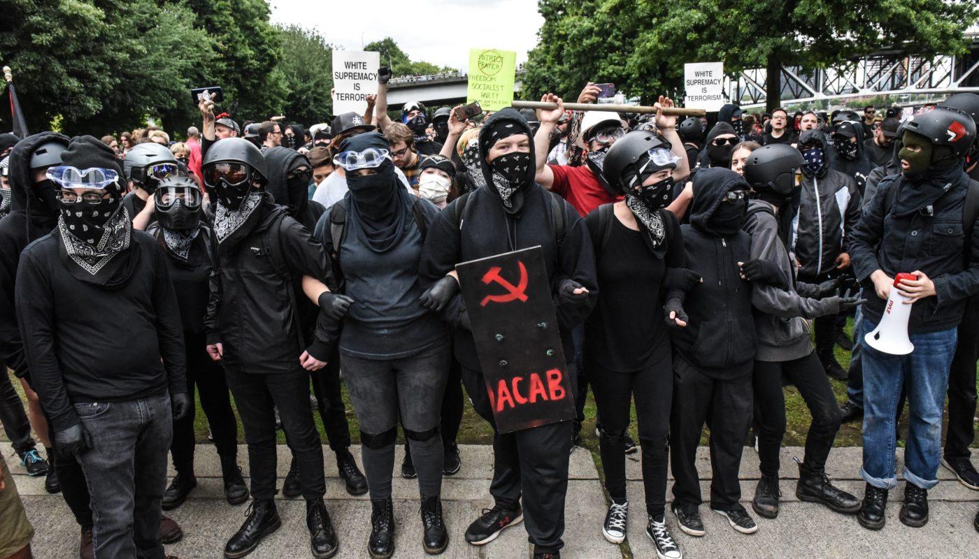 Антифашизм сегодня — борцы с фашизмом или показушники
