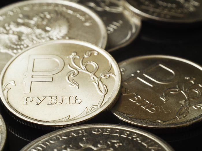 К концу года курс рубля продолжит падать
