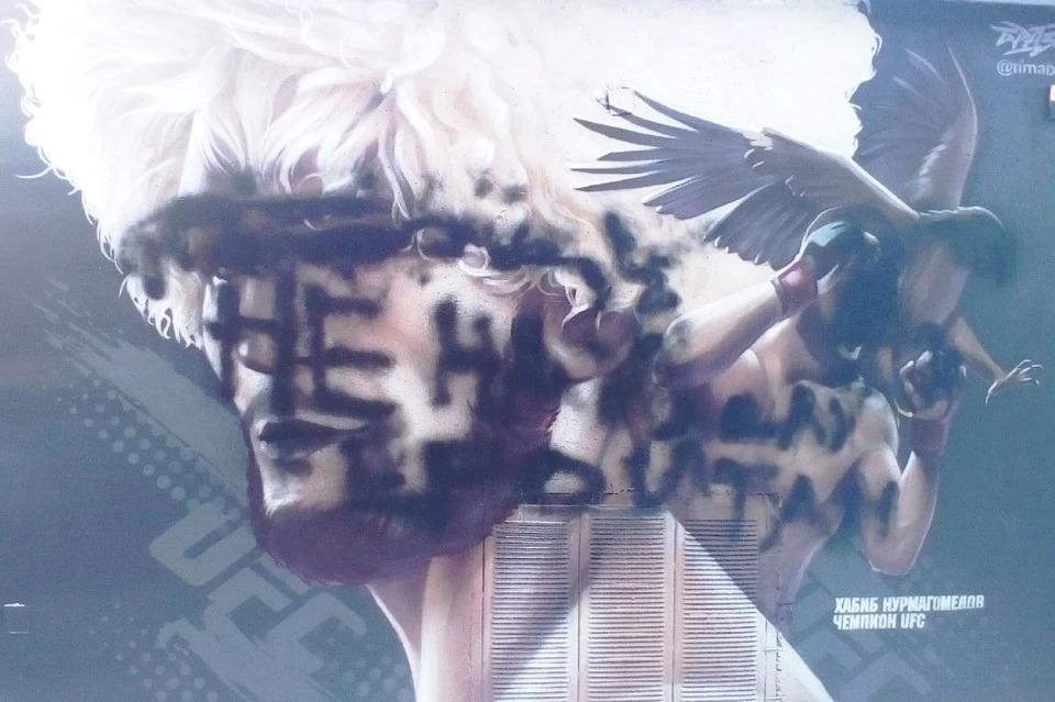 Неравнодушные люди закрасили вандальское граффити Хабиба