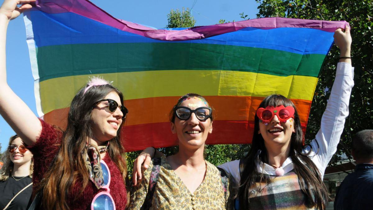 Представители ЛГБТ в жизни