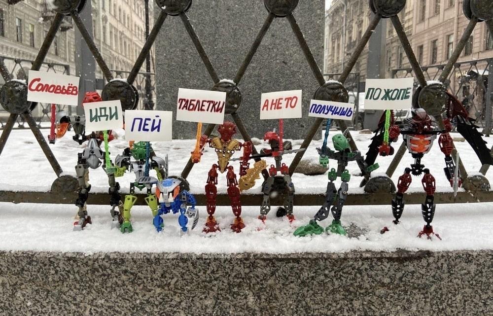 """Биониклы """"вышли на митинг"""" против Соловьёва"""