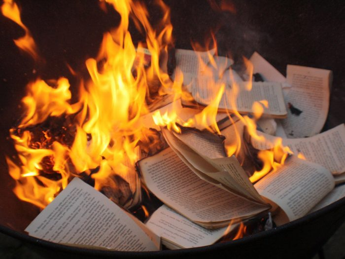 Где жгут книги будут жечь людей?