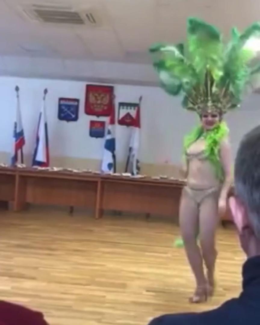 Администрация Волхова поздравлена стриптизом с 23 февраля