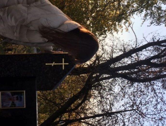 Атеисты из Беларуси устроили фотосессию на кладбище